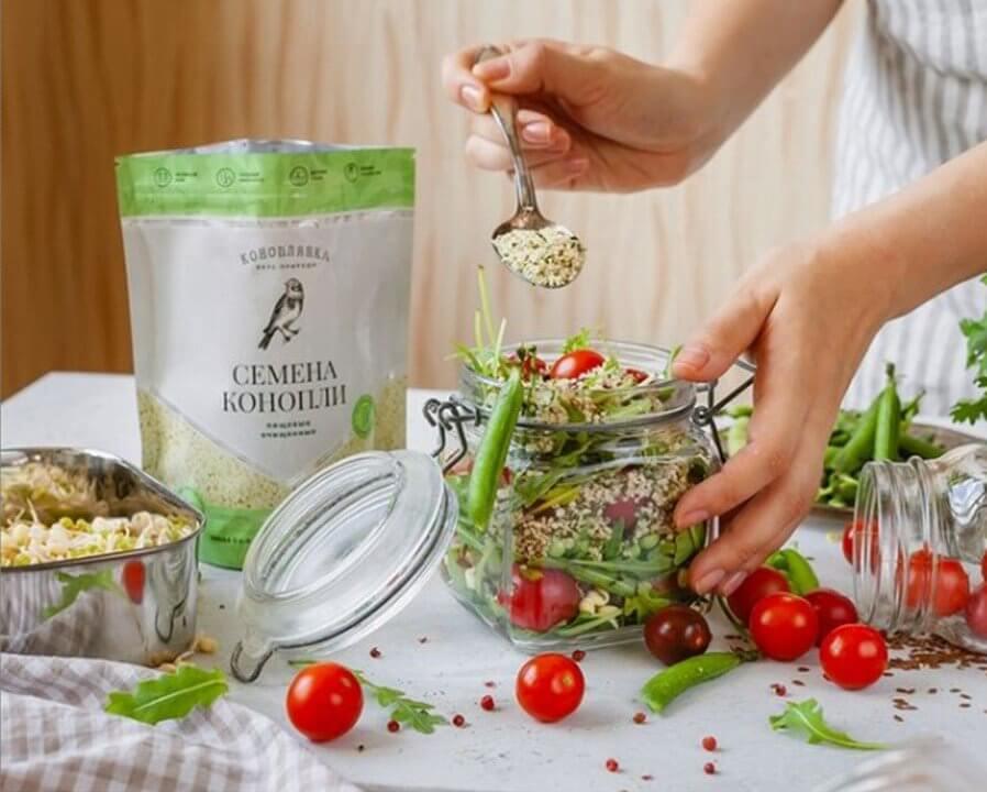 Салат в банке с семенами конопли